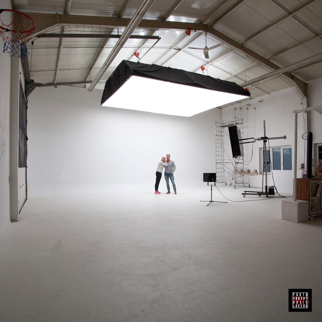 Blick vom Eingang Richtung Studio mit 12 m langer Hohlkehle